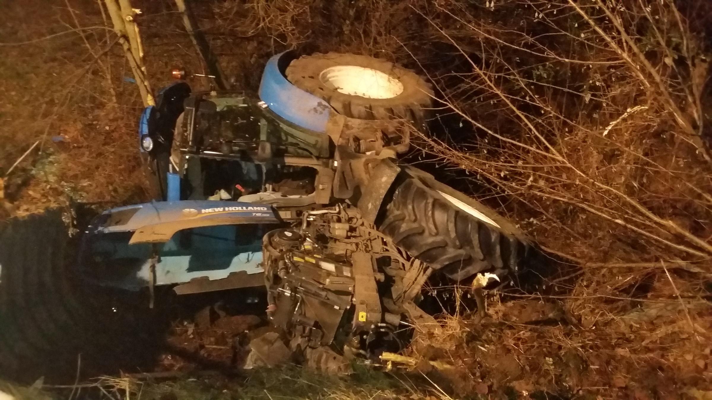 Verkehrsunfall mit Traktorbergung
